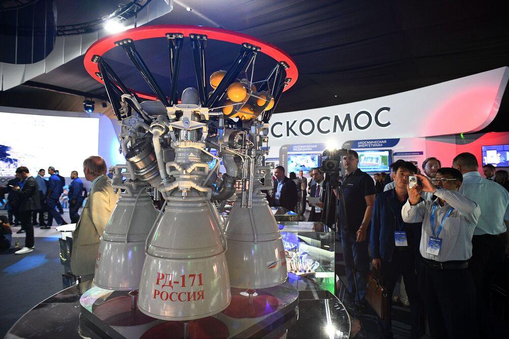 Silnik rakietowy RD-170 na Międzynarodowym Salonie Lotniczym i Kosmicznym MAKS 2019