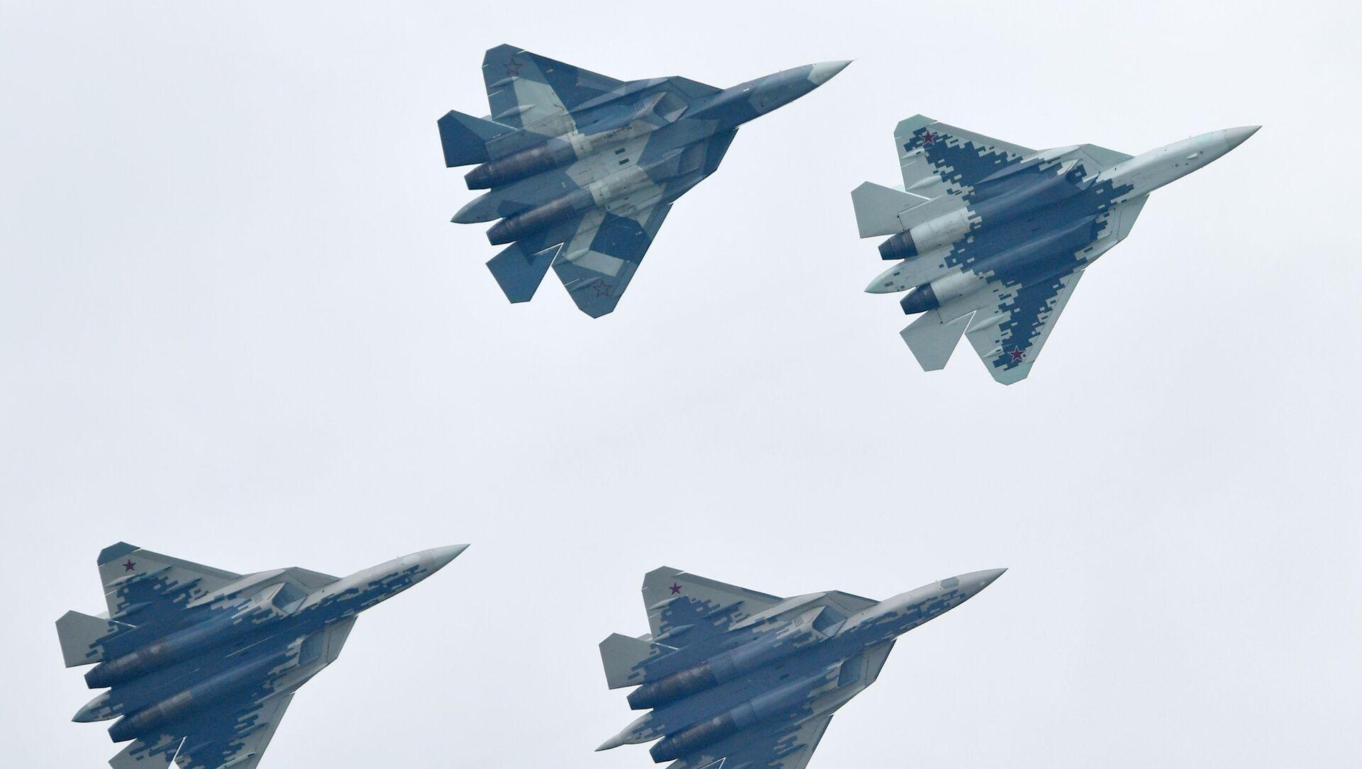Rosyjskie myśliwce piątego pokolenia Su-57 na Międzynarodowym Salonie Lotniczym i Kosmicznym MAKS 2019  - Sputnik Polska, 1920, 21.04.2021
