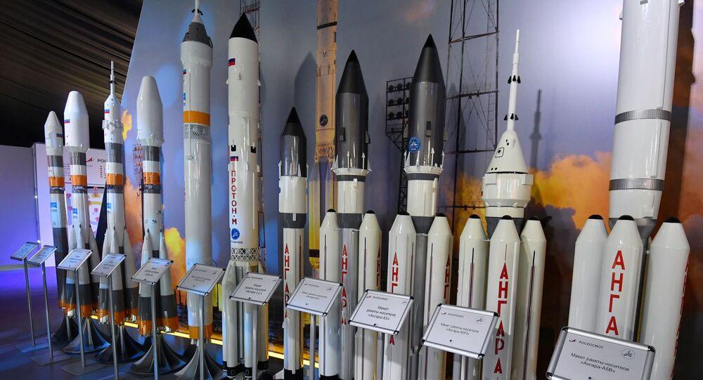 Makiety rosyjskich rakiet na Międzynarodowym Salonie Lotniczym i Kosmicznym MAKS 2019
