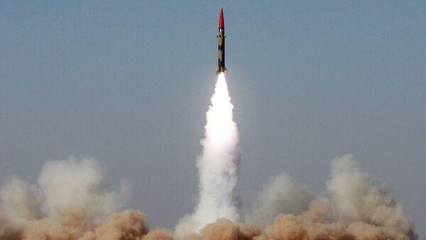 """Testy rakiety balistycznej krótkiego zasięgu """"Ghaznavi"""" w Pakistanie. 2008 rok - Sputnik Polska"""