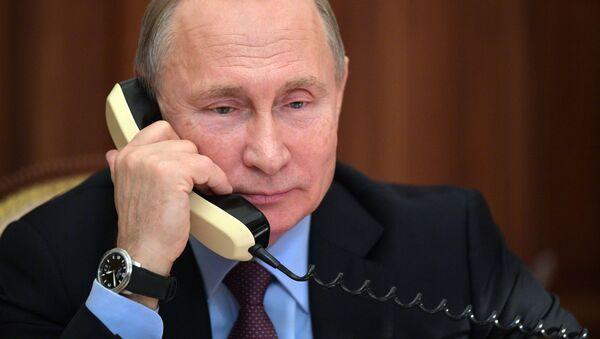Prezydent Rosji Władimir Putin w czasie rozmowy telefonicznej  - Sputnik Polska