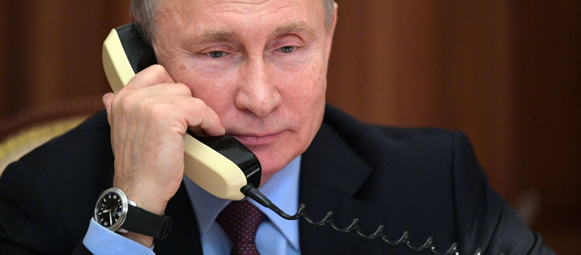 Prezydent Rosji Władimir Putin w czasie rozmowy telefonicznej  - Sputnik Polska, 1920, 19.03.2021
