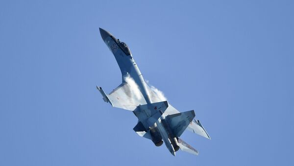 Su-35 – rosyjski jednomiejscowy myśliwiec na Salonie Lotniczym i Kosmicznym MAKS 2019 - Sputnik Polska