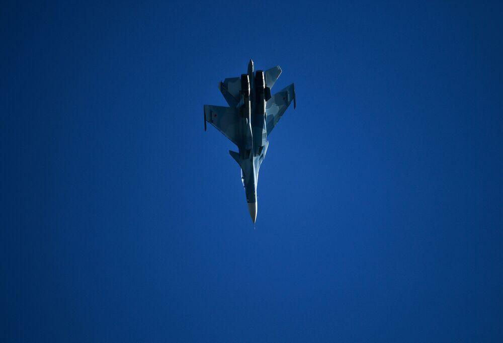 Su-30 – rosyjski wielozadaniowy samolot bojowy na Salonie Lotniczym i Kosmicznym MAKS 2019