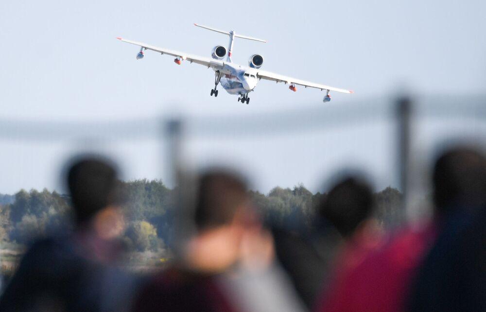 Rosyjska łódź latająca Be-200 na Salonie Lotniczym i Kosmicznym MAKS 2019