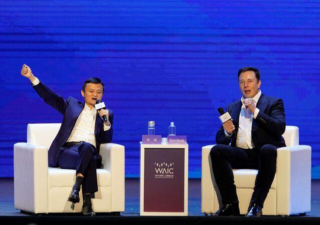 Założyciel Alibaba Group Jack Ma oraz szef Space X i Tesla Motors Elon Musk na Międzynarodowej Konferencji Sztucznej Inteligencji w Szanghaju