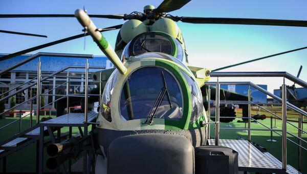 Zmodernizowany śmigłowiec bojowo-transportowy Mi-24P-1M na targach przemysłu lotniczego MAKS-2019 - Sputnik Polska