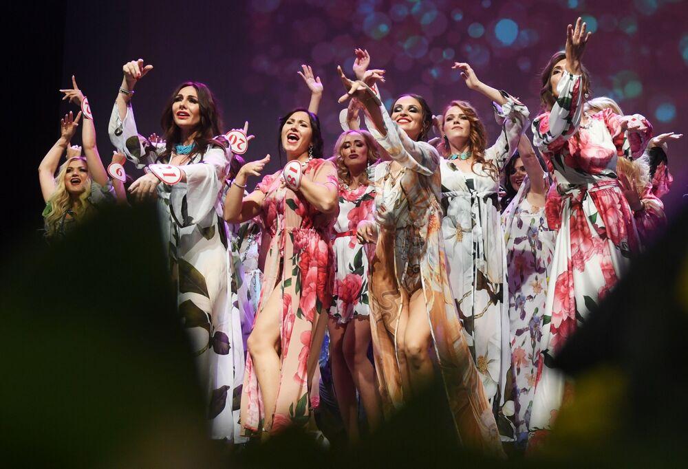 Uczestnicy finału konkursu Missis Rosja 2019 w Moskwie.