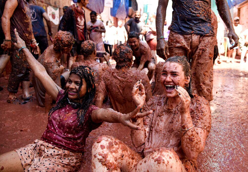 Uczestnicy corocznego festu La Tomatina w mieście Bunyol, prowincja Walencja, Hiszpania.