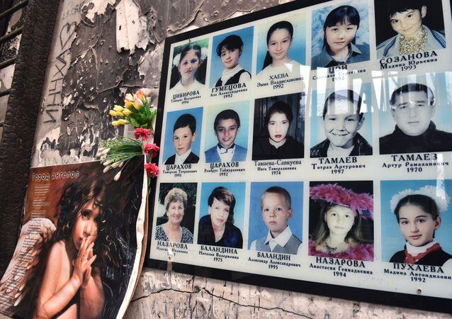 Tablica memorialna w szkole w Biesłanie