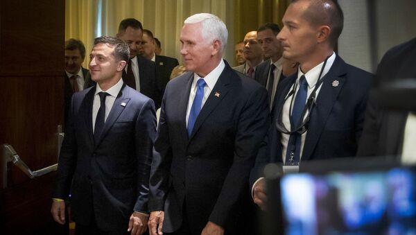 Wiceprezydent Stanów Zjednoczonych Mike Pence i prezydent Ukrainy Wołodymyr Zełenski w Warszawie - Sputnik Polska