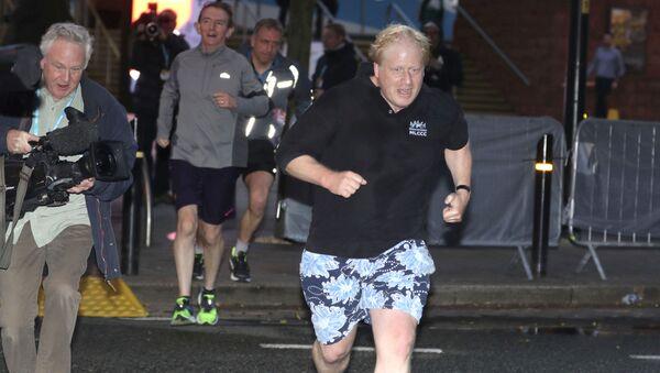 Boris Johnson na porannym biegu - Sputnik Polska