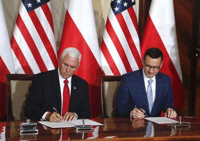 Premier Polski Mateusz Morawiecki i wiceprezydent USA Mike Pence