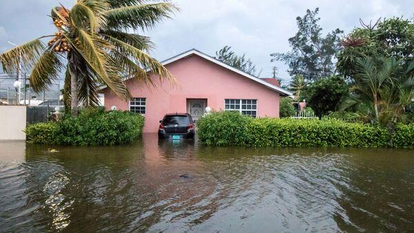 Zalane ulice w wyniku przejścia huraganu Dorian na Bahamach - Sputnik Polska