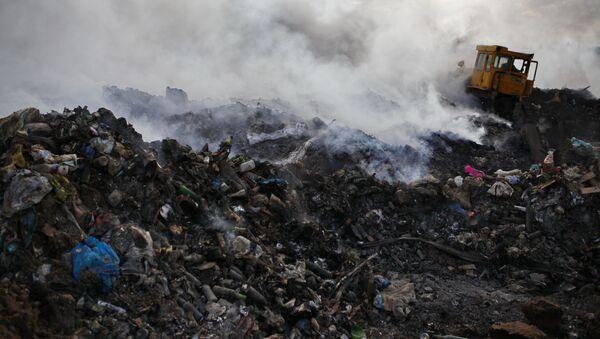 Pożar na wysypisku odpadów - Sputnik Polska