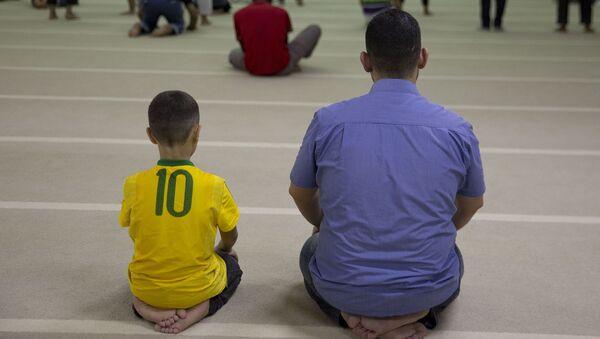 Uchodźcy z Syrii w meczecie w Sao Paulo - Sputnik Polska