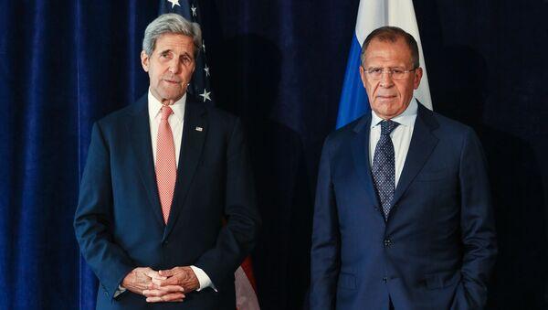Rosyjski minister spraw zagranicznych Siergiej Ławrow i sekretarz stanu USA John Kerry podczas spotkania w Nowym Jorku - Sputnik Polska