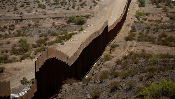 Mur graniczny między USA a Meksykiem - Sputnik Polska
