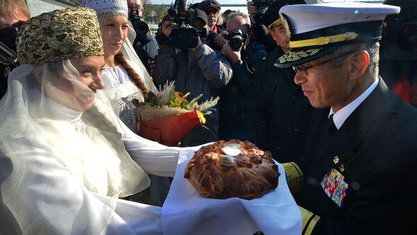Przybycie okrętów japońskch sił zbrojnych do Władywostoku. Powitanie gości chlebem i solą - Sputnik Polska