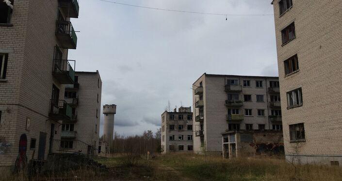 Porzucone łotewskie miasteczko wojskowe w Skrundzie