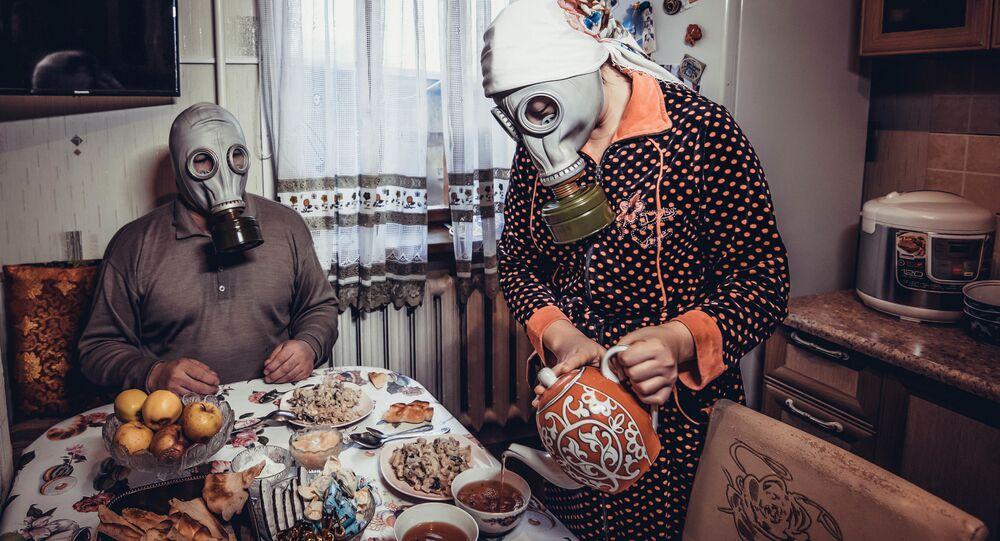 Para w maskach przeciwgazowych
