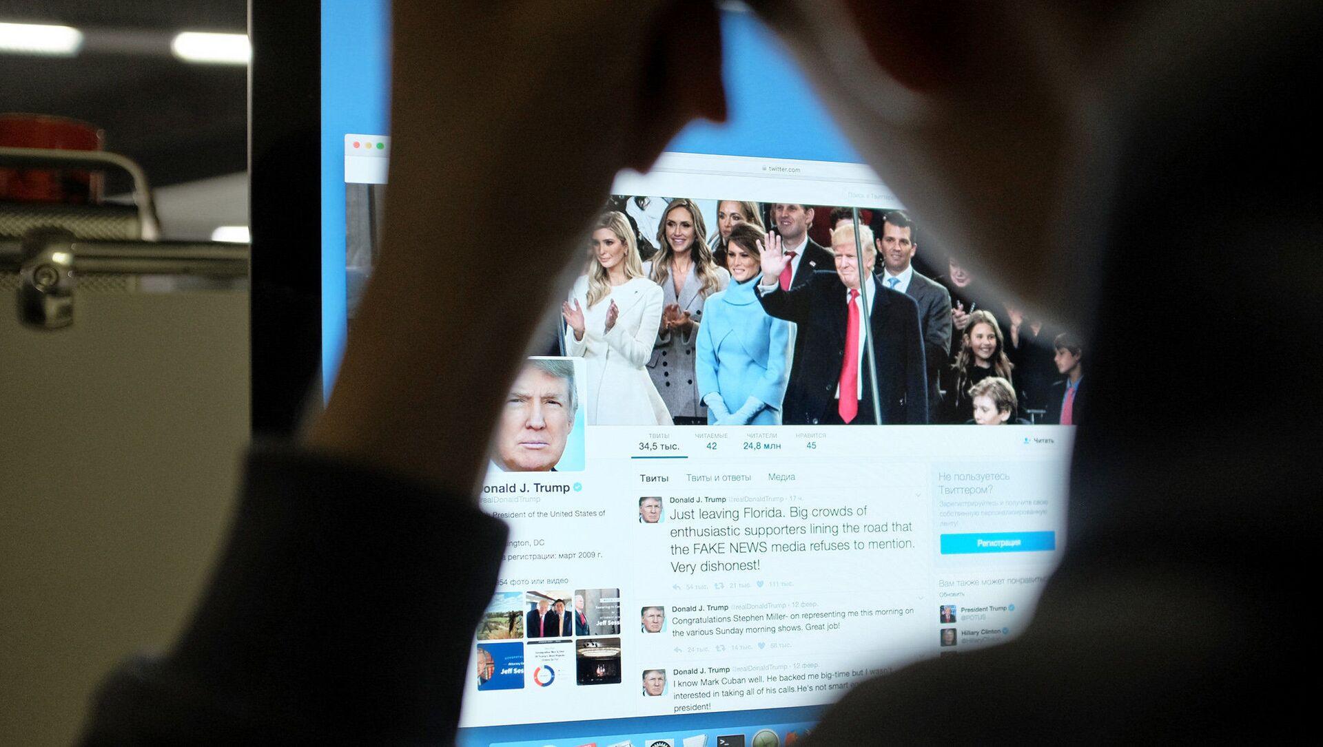 Strona Twittera prezydenta USA Donalda Trumpa na komputerze - Sputnik Polska, 1920, 10.02.2021