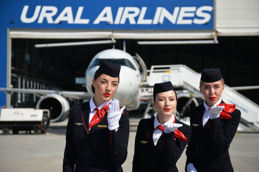Stewardesy podczas prezentacji nowego samolotu na lotnisku w Kolcowie w Jekaterynburgu