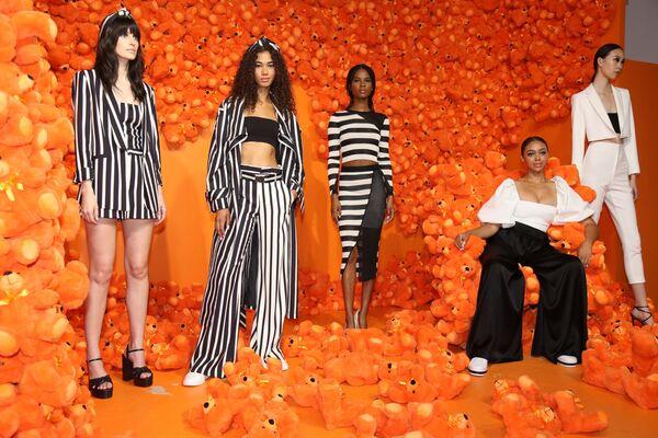 Modelki prezentują kolekcję Alice + Olivia podczas Tygodnia Mody w Nowym Jorku - Sputnik Polska