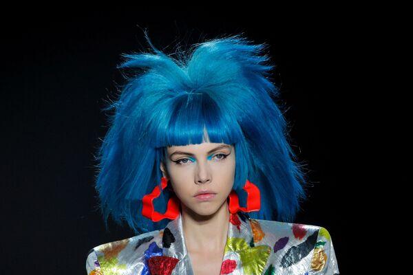 Modelka prezentuje kolekcję  Jeremy Scott Spring/Summer 2020 podczas Tygodnia Mody w Nowym Jorku - Sputnik Polska