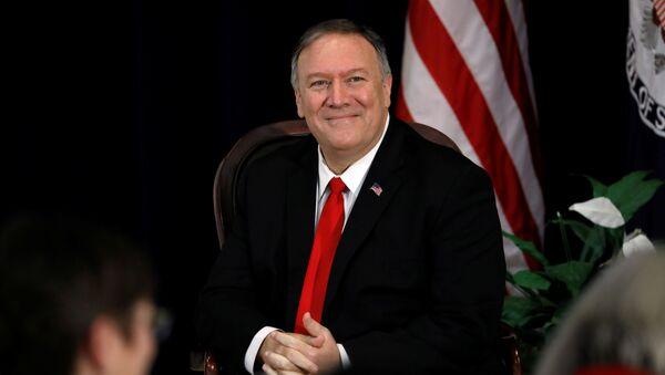Sekretarz stanu USA Mike Pompeo na uroczystości uruchomienia programu Bohaterowie USA w Departamencie Stanu USA - Sputnik Polska