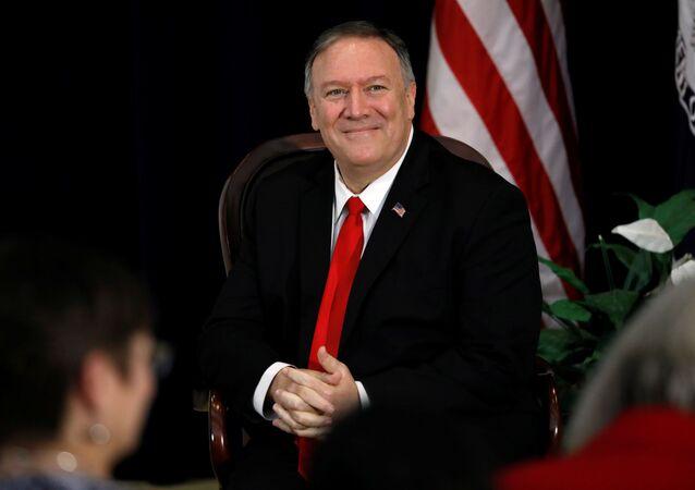 Sekretarz stanu USA Mike Pompeo na uroczystości uruchomienia programu Bohaterowie USA w Departamencie Stanu USA