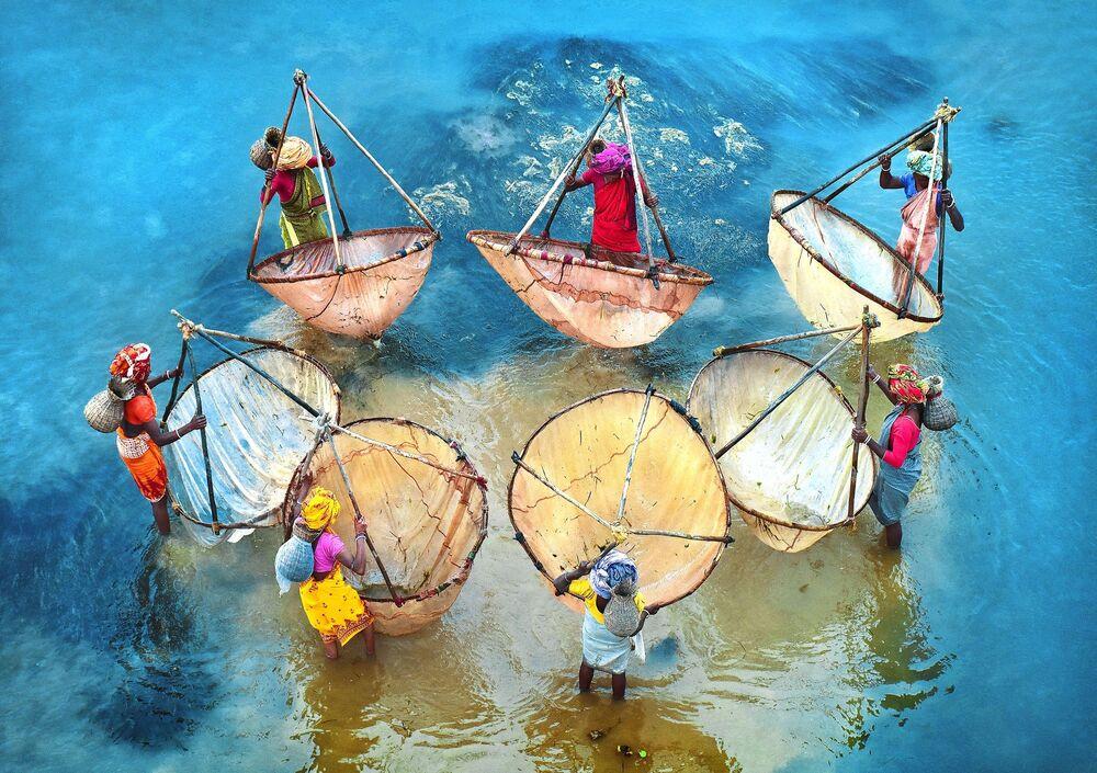"""Zdjęcie """"Colors of life"""" indyjskiego fotografa Pranaba Basaka na konkursie fotograficznym AGORA Awards 2019."""