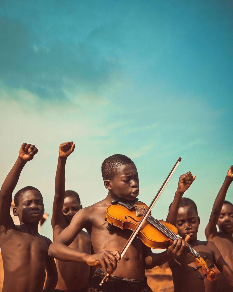 """Zdjęcie """"Songs Of Freedom"""" fotografa z Ghany Michaela Aboya na konkursie fotograficznym AGORA Awards 2019."""