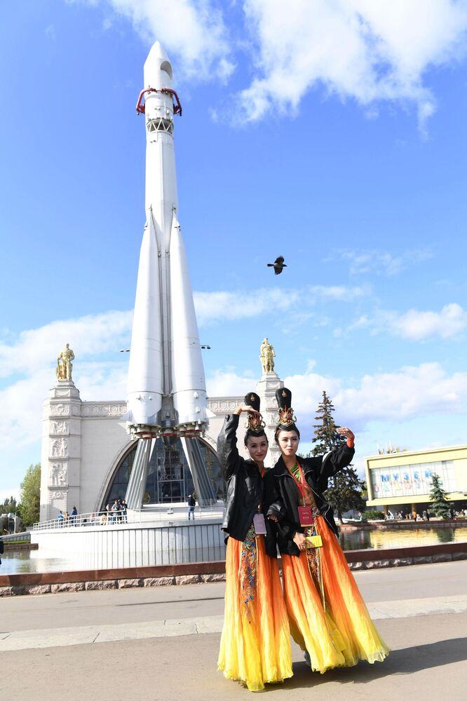 Uczestniczki festiwalu chińskiej kultury w moskiewskim kompleksie wystawowym WDNCh