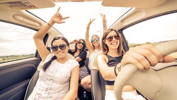 Dziewczyny w samochodzie - Sputnik Polska