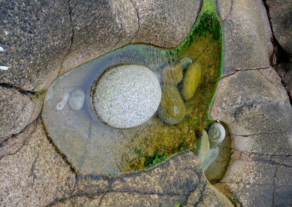 Kamienie na wybrzeżu Morza Barentsa w obwodzie murmańskim