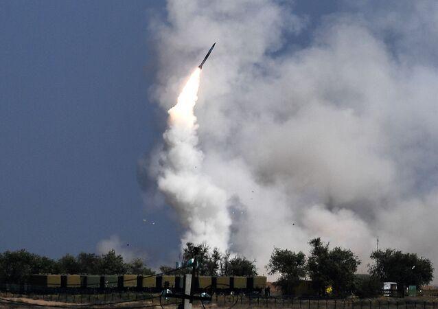 Strzelanie z wyrzutni rakietowych S-300 Faworyt