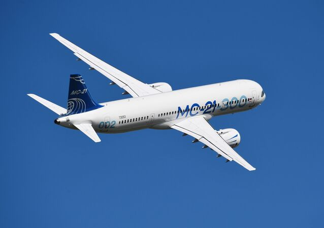 Średniodystansowy samolot pasażerski MS-21-300 na poligonie MAKS-2019 w Żukowskim
