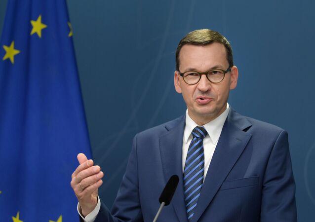 Polski premier Mateusz Morawiecki na konferencji prasowej w Sztokholmie