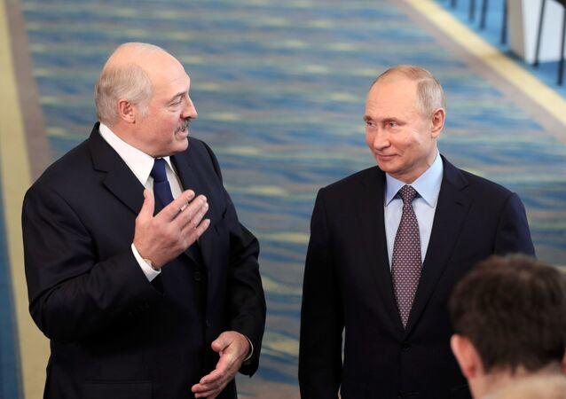 Prezydenci Białorusi i Rosji Alaksandr Łukaszenka i Władimir Putin