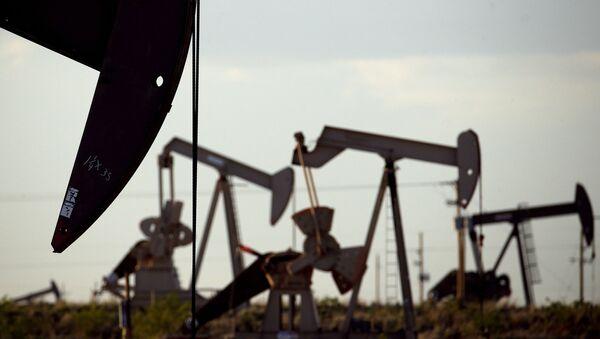 Pompa na złożu w pobliżu Lovington, w Nowym Meksyku - Sputnik Polska