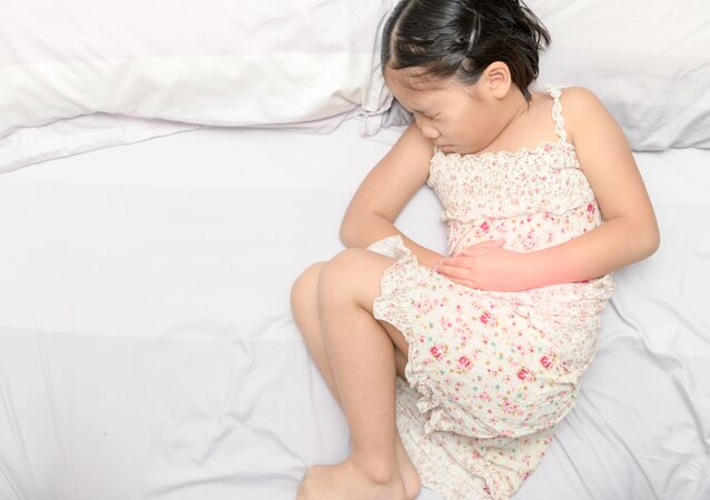 Dziecko skręcające się z bólu