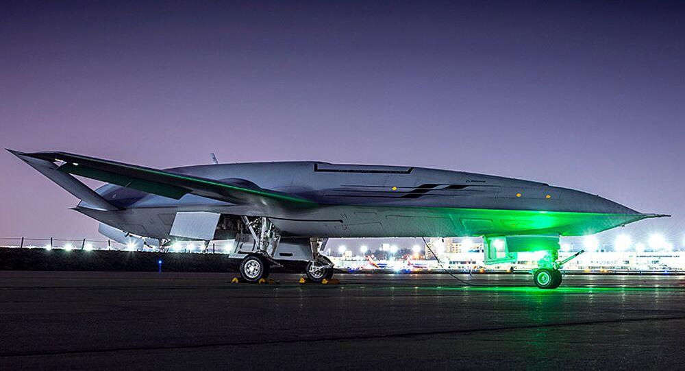 Samolot Boeing MQ-25 na pasie startowym