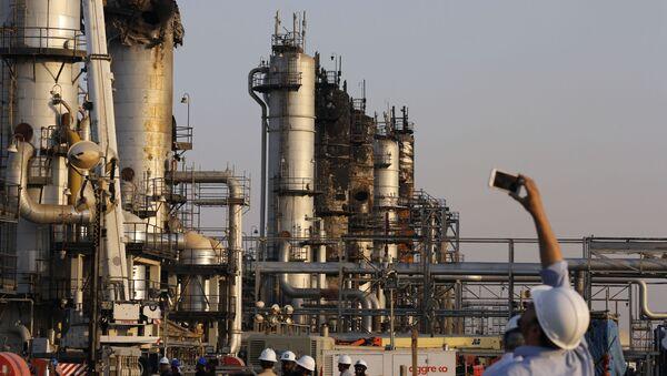 Skutki ataku na saudyjską rafinerię - Sputnik Polska