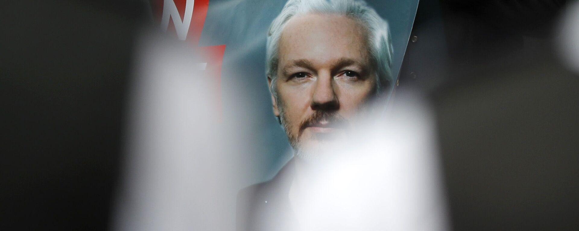 Plakat z podobizną założyciela WikiLeaks Juliana Assange'a - Sputnik Polska, 1920, 25.10.2019