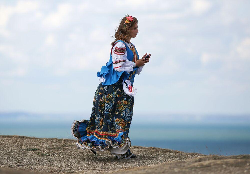 """Uczestniczka festiwalu kultury ludowej """"Chwała Kozacka"""" w Kraju Krasnodarskim"""