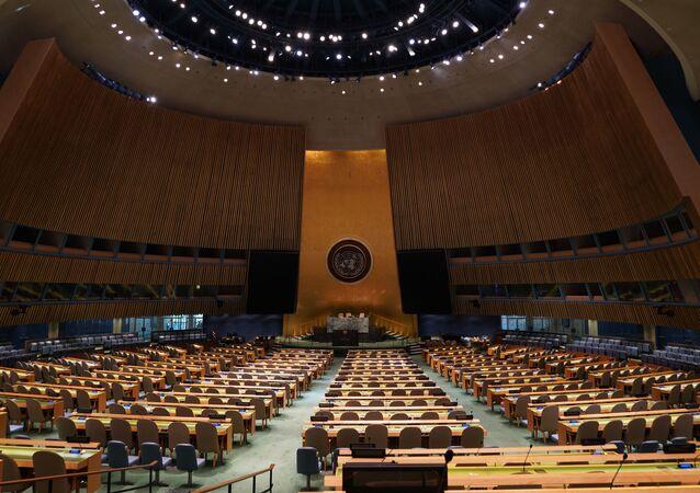 Pusta sala Zgromadzenia Ogólnego ONZ