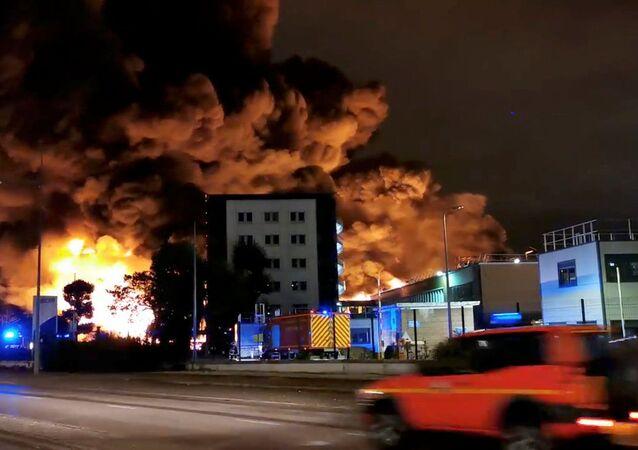 Pożar w fabryce Lubrizol w Rouen we Francji