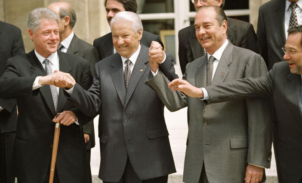 Bill Clinton, Borys Jelcyn i Jacques Chirac po podpisaniu Aktu Założycielskiego NATO-Rosja, 1997 rok
