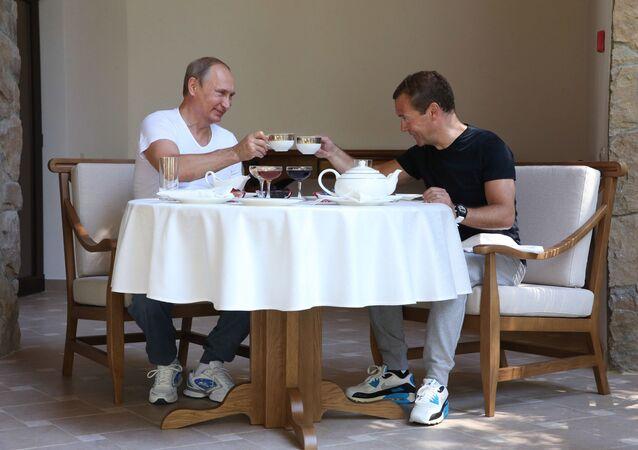 Władimir Putin i Dmitrij Miedwiediew